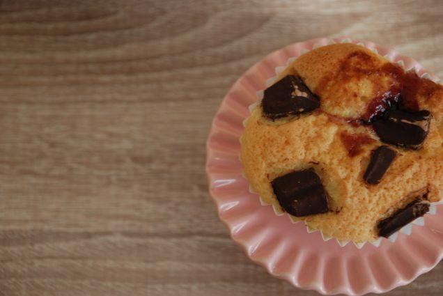 Magdalenas con pepitas de chocolate rellenas de mermelada